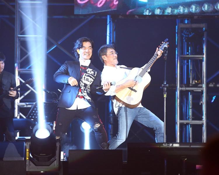 小齊生日仲趕助陣李宗盛演唱會。