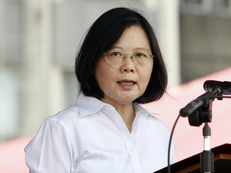 香港反「逃犯條例」風暴令一直強硬拒絕「一國兩制」的蔡英文得到更多中間選民的支持。 AP圖片