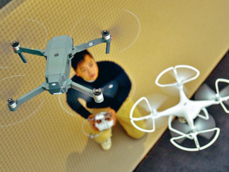 政府擬立法規管無人機,重量逾二百五十克的無人機要註冊及購買第三者保險。資料圖片
