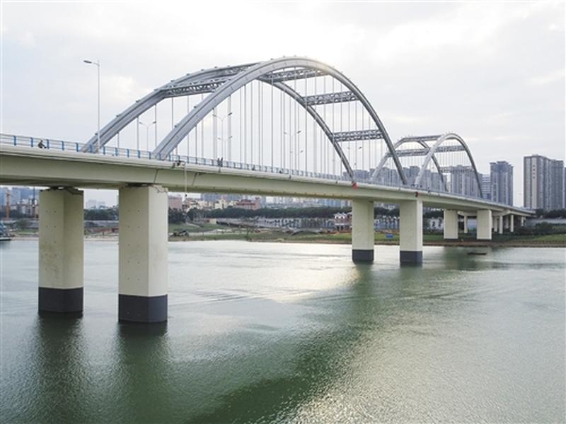 南宁市凌铁大桥。