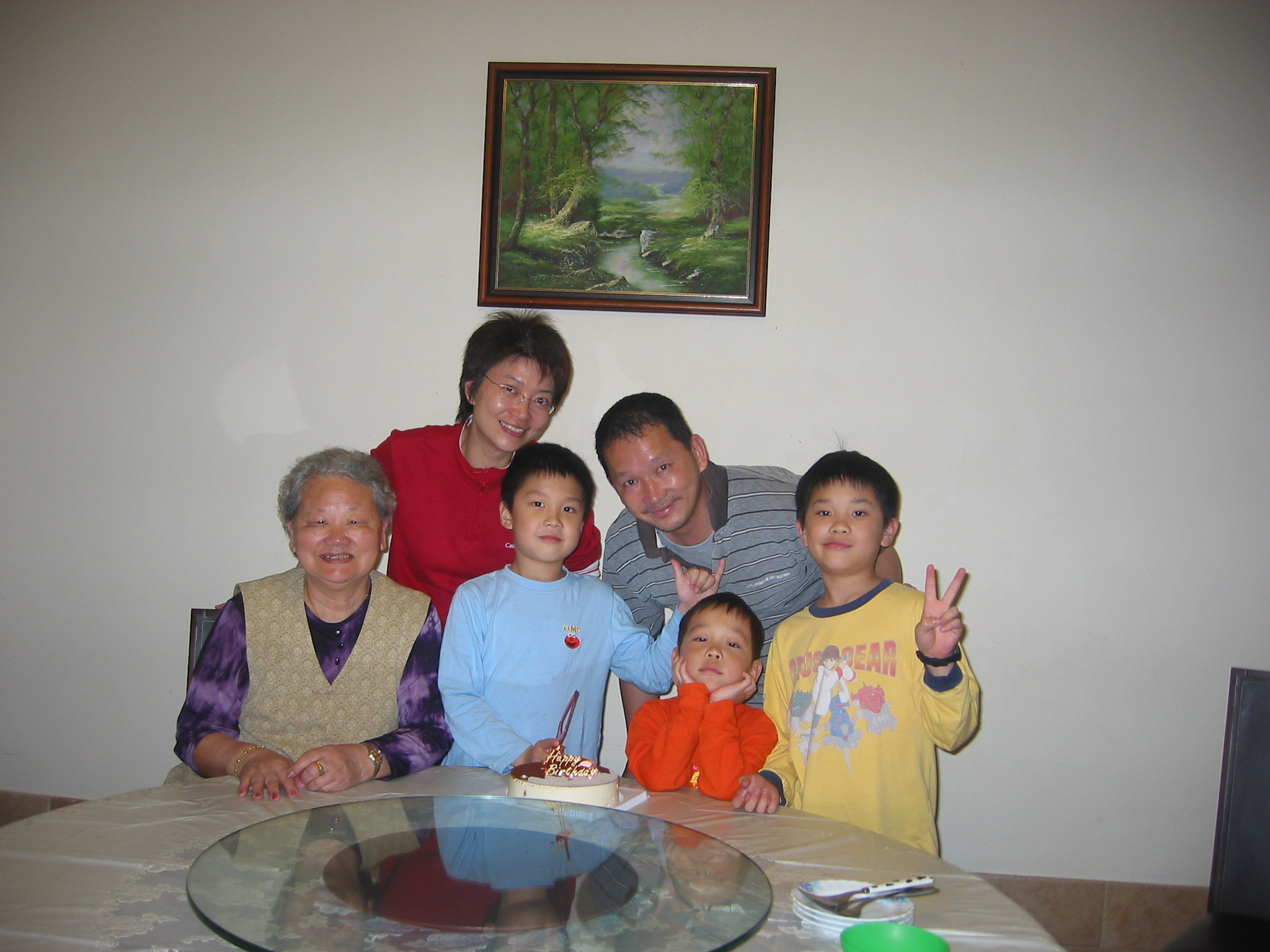 05年陳敏兒與廖啟智為二子文信舉行生日會,聯同大仔文哲、孻仔文諾與嫲嫲三代聚首一堂。
