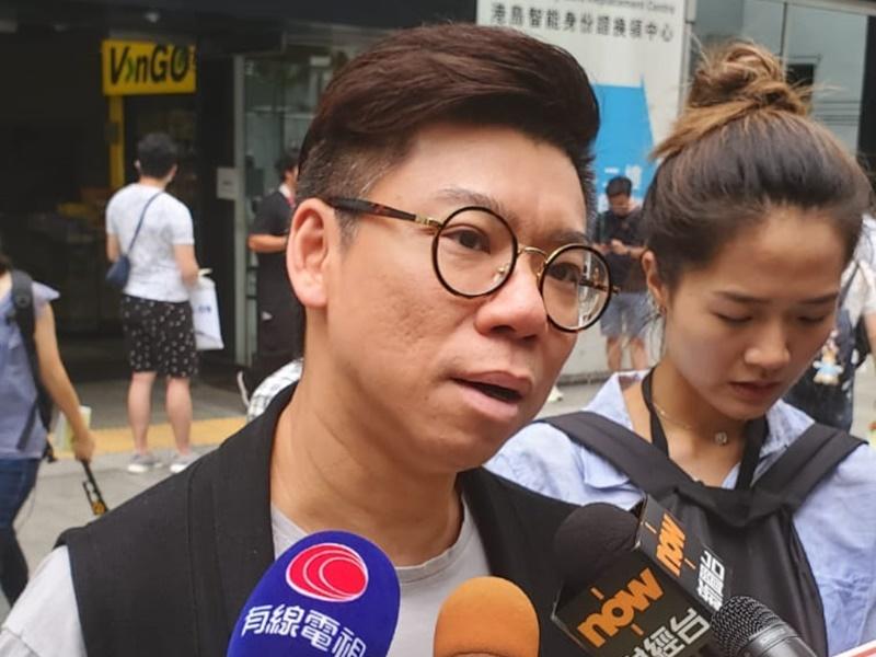 稅局職員盧先生。