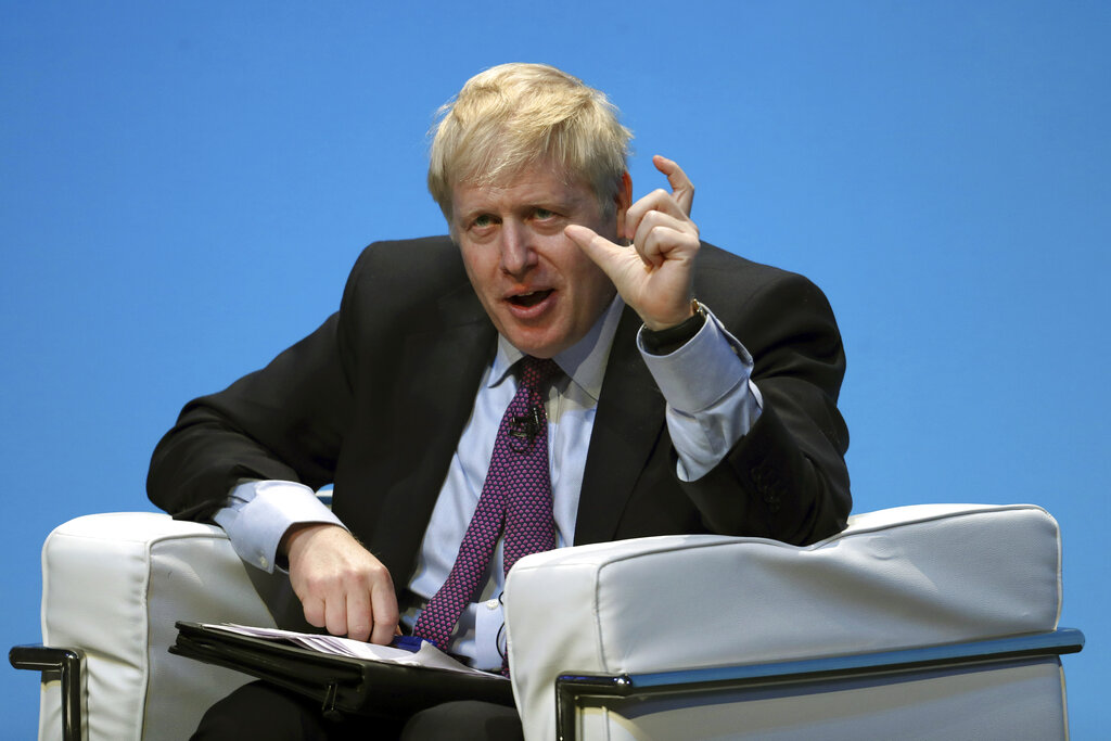 約翰遜接受傳媒專訪,指英國要為無協議下「硬脫歐」作好準備。AP圖片