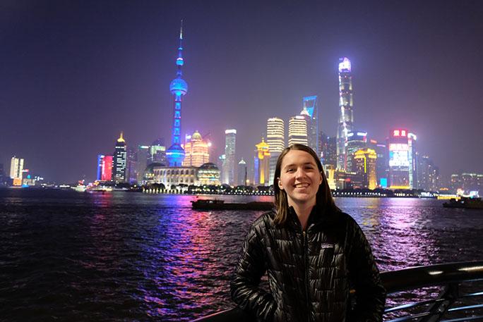 德蒙布倫2017年大學畢業後,決定放棄求職,轉而前往世界各地旅行。Twitter 圖片