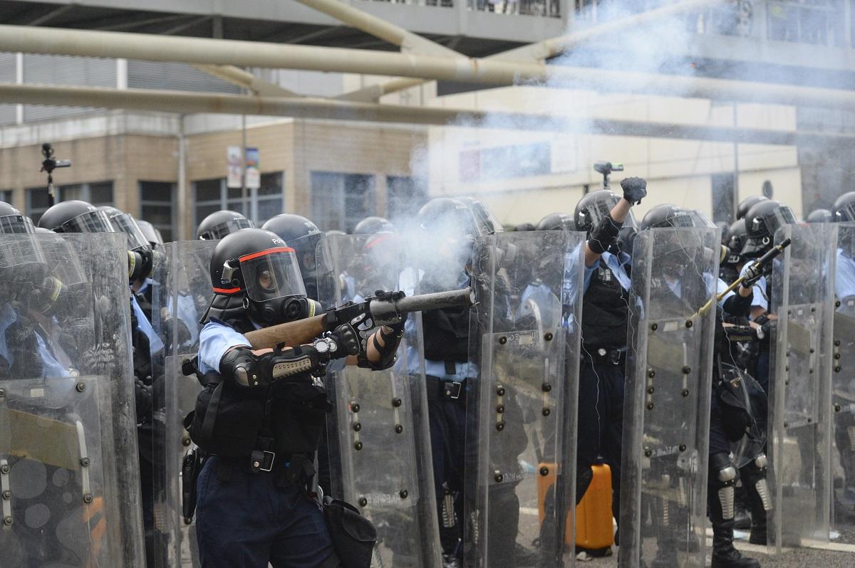 警方曾出動催淚彈及橡膠子彈。資料圖片