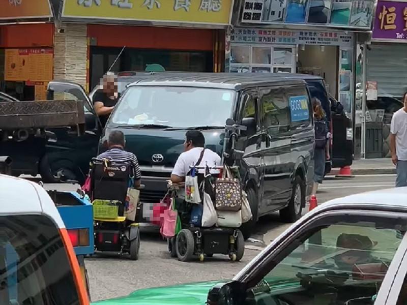 輪椅人士與女司機口角。馬路的事討論區影片截圖