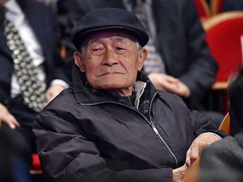 文學界泰斗、華東師範大學中文系終身教授徐中玉今日凌晨去世,享年105歲。