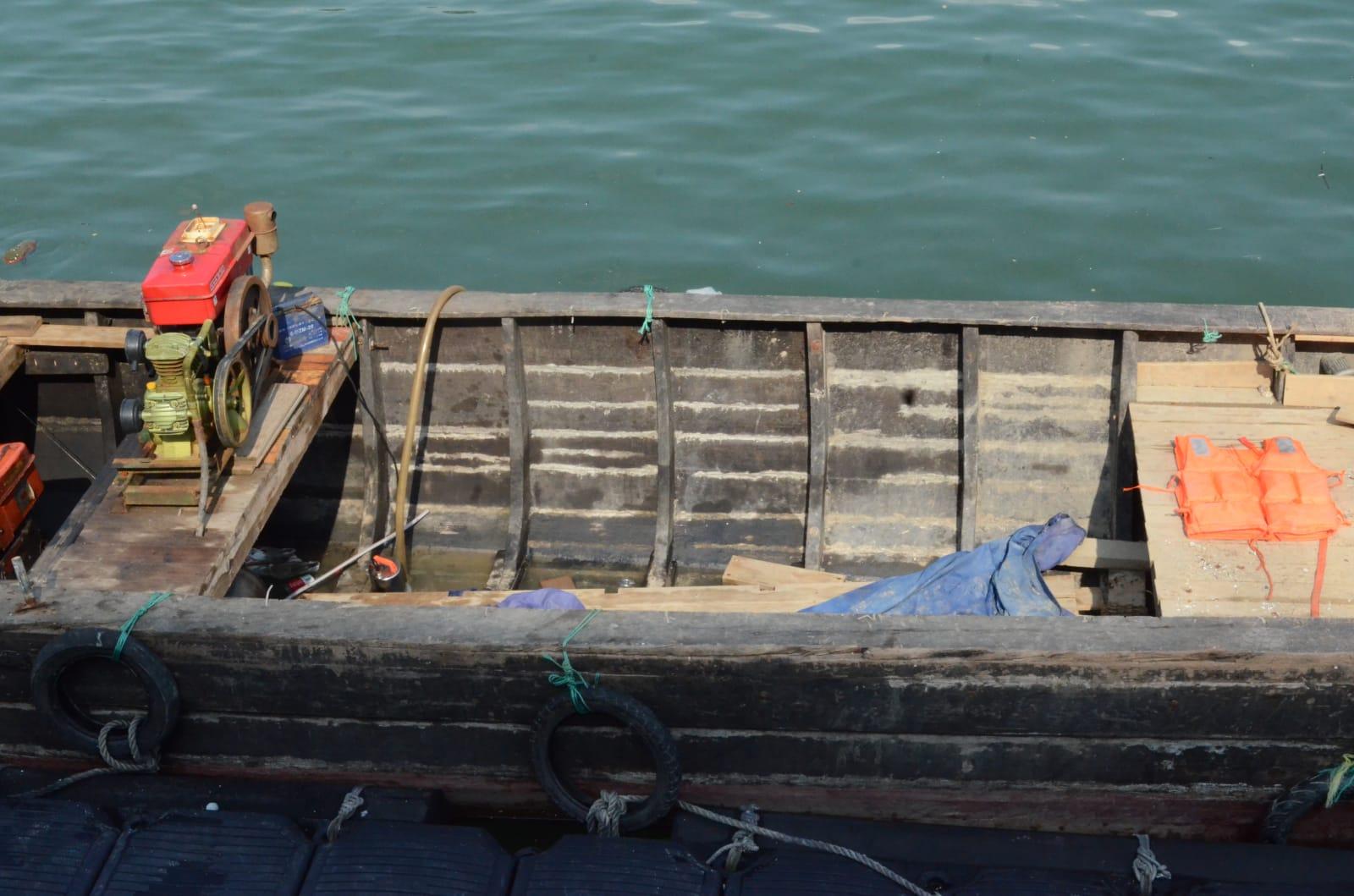 水警行動中拘捕10名非法入境者。