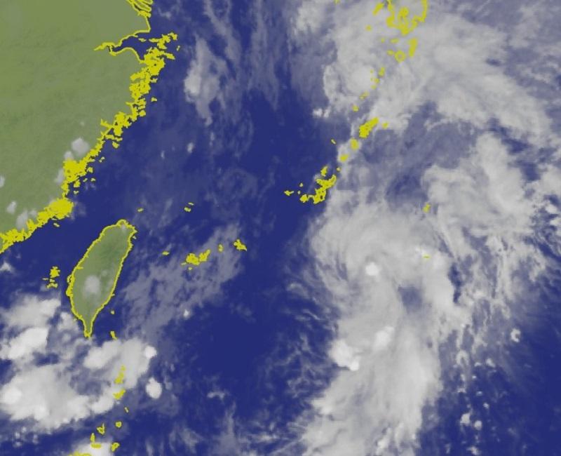 日本氣象廳預料,位於沖繩南方的一個熱帶低氣壓將會增強成熱帶風暴。中央氣象局衛星雲圖