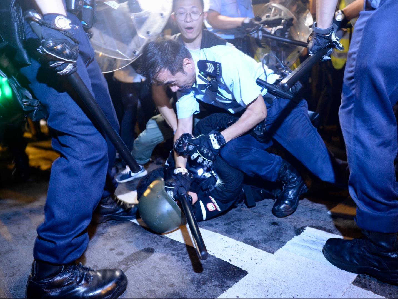 【包圍警總】警方清場驅散示威者 夏慤道告士打道重開