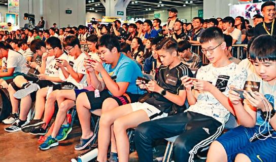 業界指,手遊玩法較易掌握,吸引大批新手玩家轉玩。