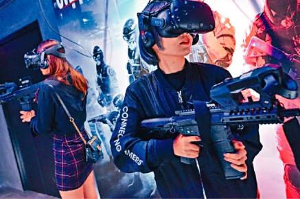 玩家被手遊分薄,網吧遂轉型引入VR遊戲吸客。