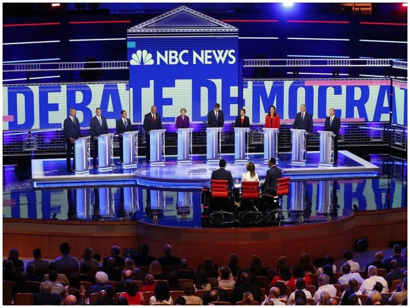 其中10名民主黨總統參選人進行首場電視辯論。AP