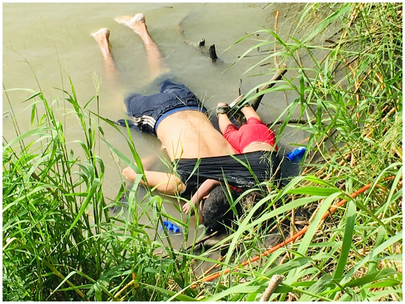 較早前一對游泳偷渡的父女溺死照片亦驚動全球。AP