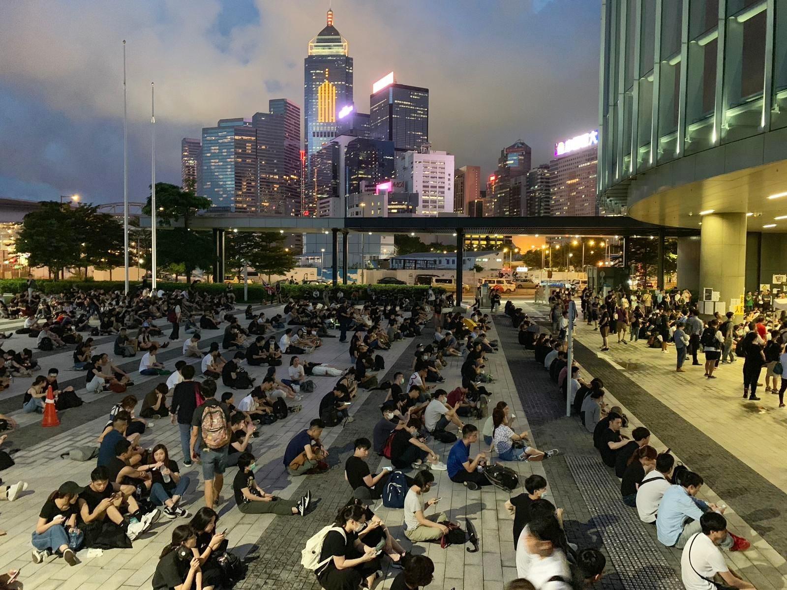 有團體傍晚在立法會示威區舉行反修例集會。