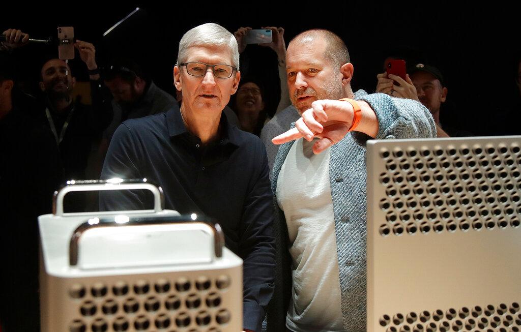 蘋果公司設計總監伊夫(右),已決定今年稍後時間離開。