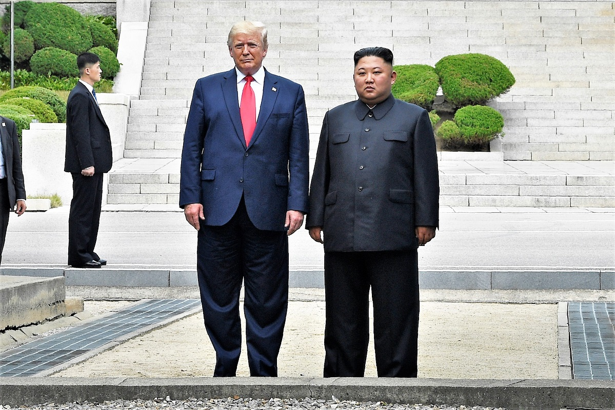 特朗普與金正恩板門店見面握手。AP