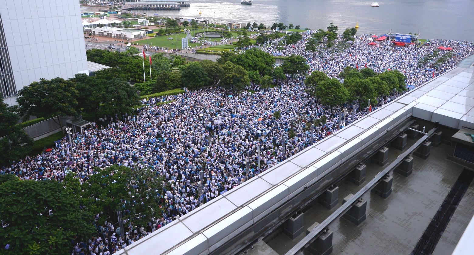 添馬公園有支持警方集會。