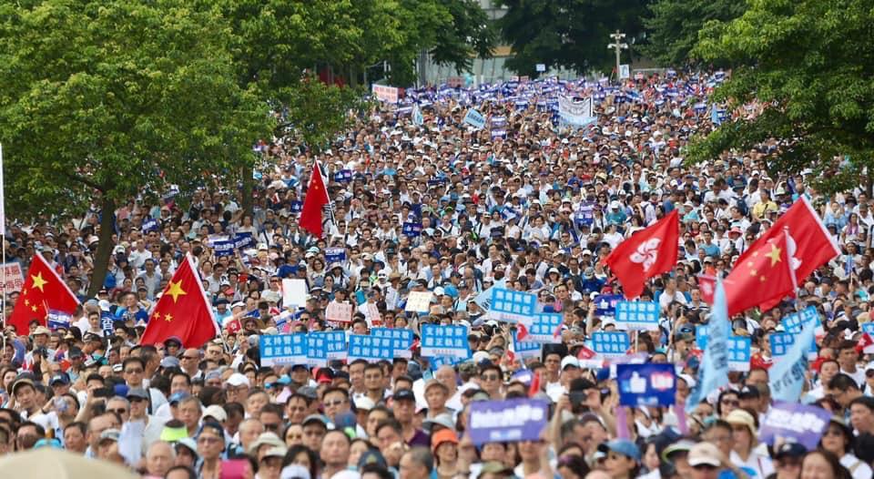大批市民出席撐警集會。