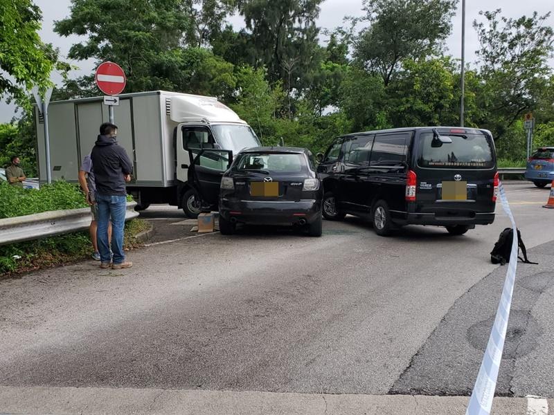 警方於新田截車拘捕四名男子。
