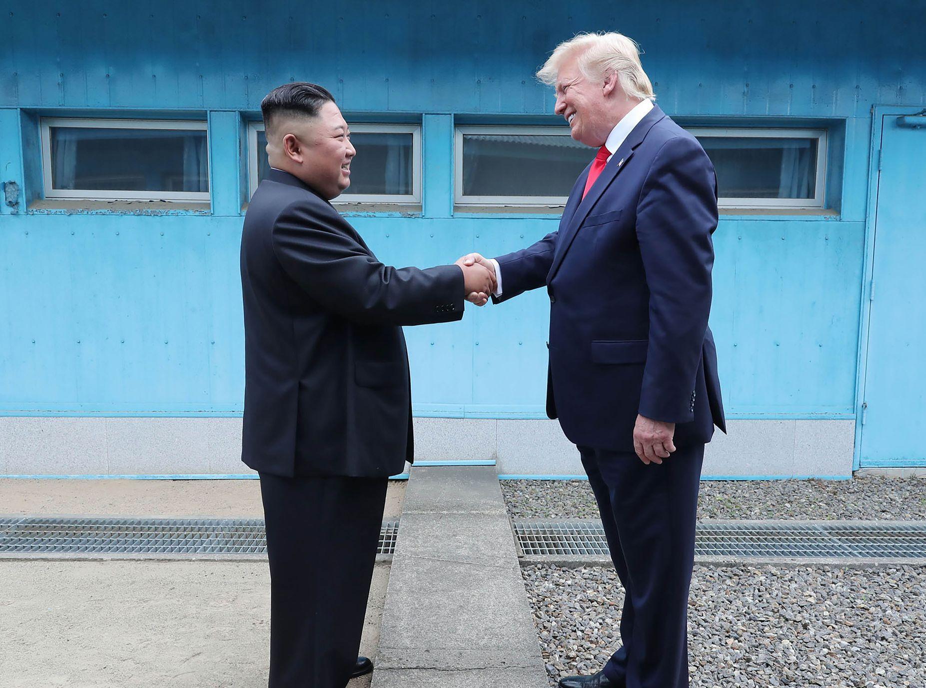 特朗普近日成為歷來第一位踏足北韓境內的在任美國總統,與金正恩談了近一小時。AP