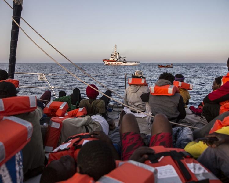 地中海救援組織指,船上人員情況十分惡劣。AP