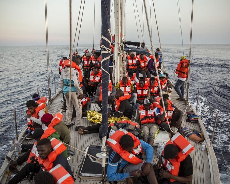 「亞歷克斯號」(Alex)載有41名獲救的非洲非法移民。AP