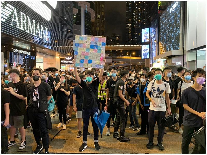 示威者仍佔據廣東道。