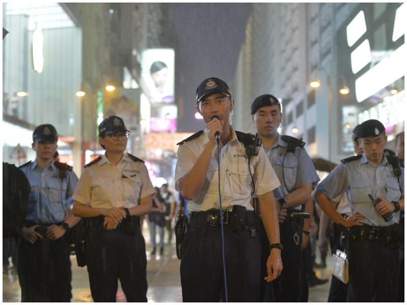 警方呼籲示威者離開無果。