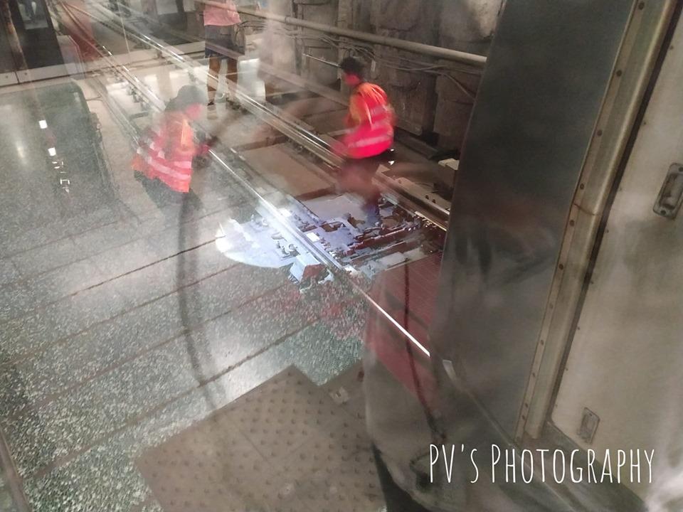 有港鐵人員到路軌進行搶修工作。香港突發事故報料區PV Chau圖片