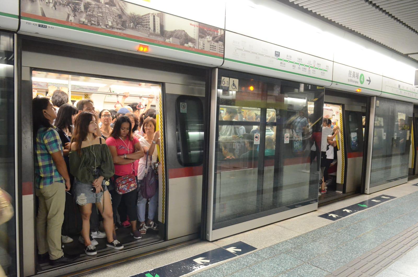 港鐵觀塘綫晚彩虹站附近有信號故障。