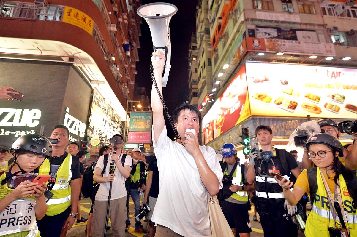 鄺俊宇批評警方昨晚的清場行動,但對其中一位警員處理手法表示讚賞。
