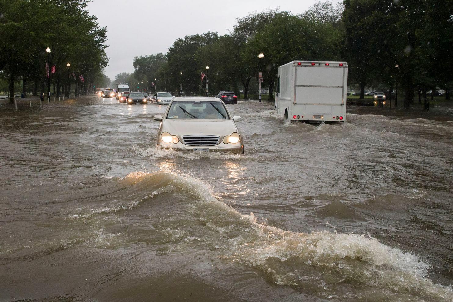 華盛頓暴雨白宮地庫水浸 地鐵站月台變瀑布