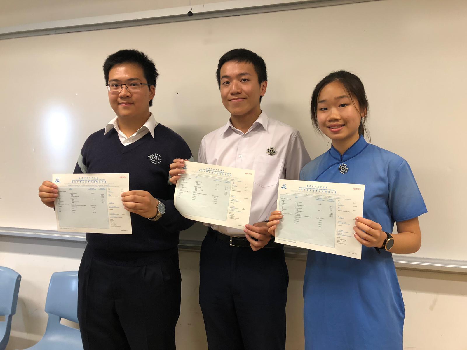聖保羅男女中學(左至右):榜眼何智樂、超級狀元甘浚祺、榜眼周泳懿