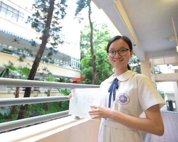 葉卓穎來自中產家庭是校內高材生。