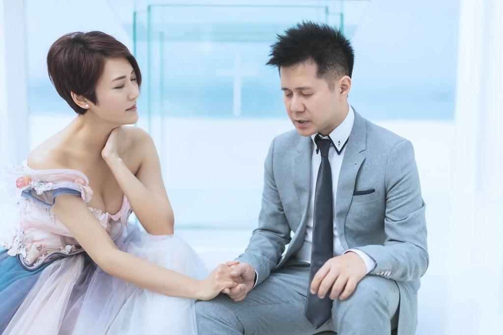 李璧琦早前與未婚夫Adrian到沖繩拍結婚照。fb
