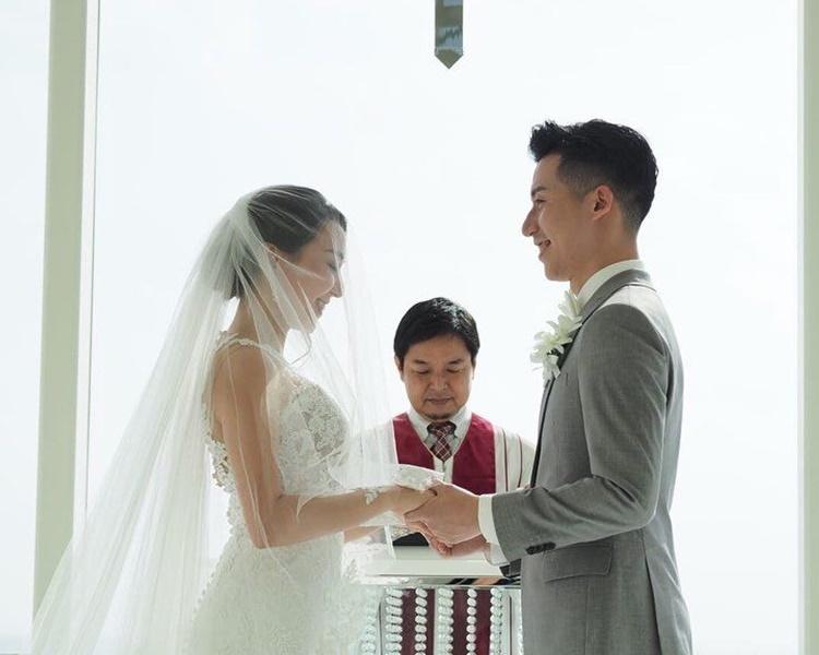 黃麗幗身穿白色婚紗明艷照人。IG