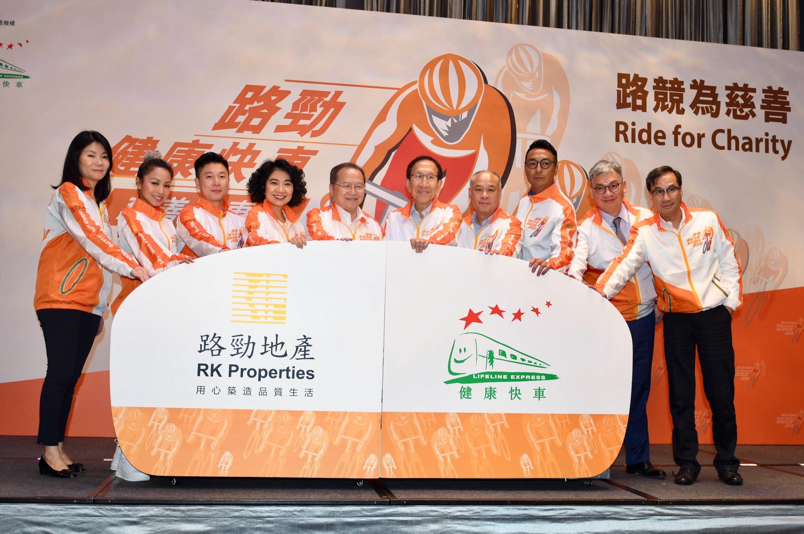 李小鵬(左三)呼籲市民參與。梁柏琛攝