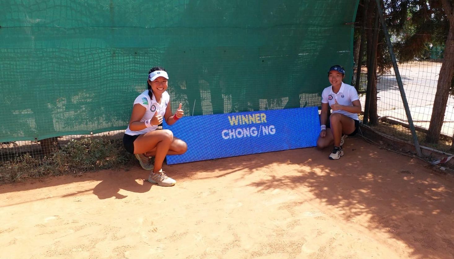 張瑋桓(左)與伍曼瑩於女雙替港隊開齋。網總圖片