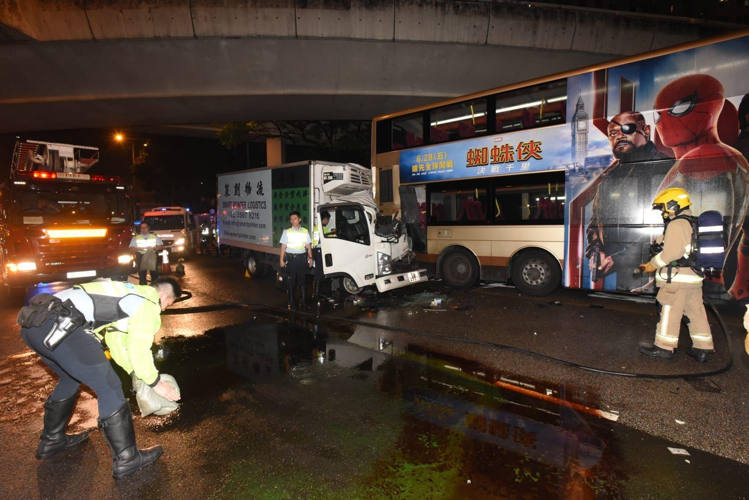 兩車合共14人受傷