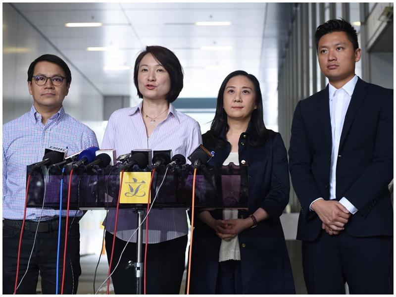 李慧琼(左二)表示連儂牆不能長時間霸佔公共空間。