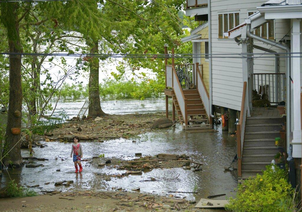 熱帶風暴「巴里」逼近新奧爾良,勢帶來狂風暴雨。 AP