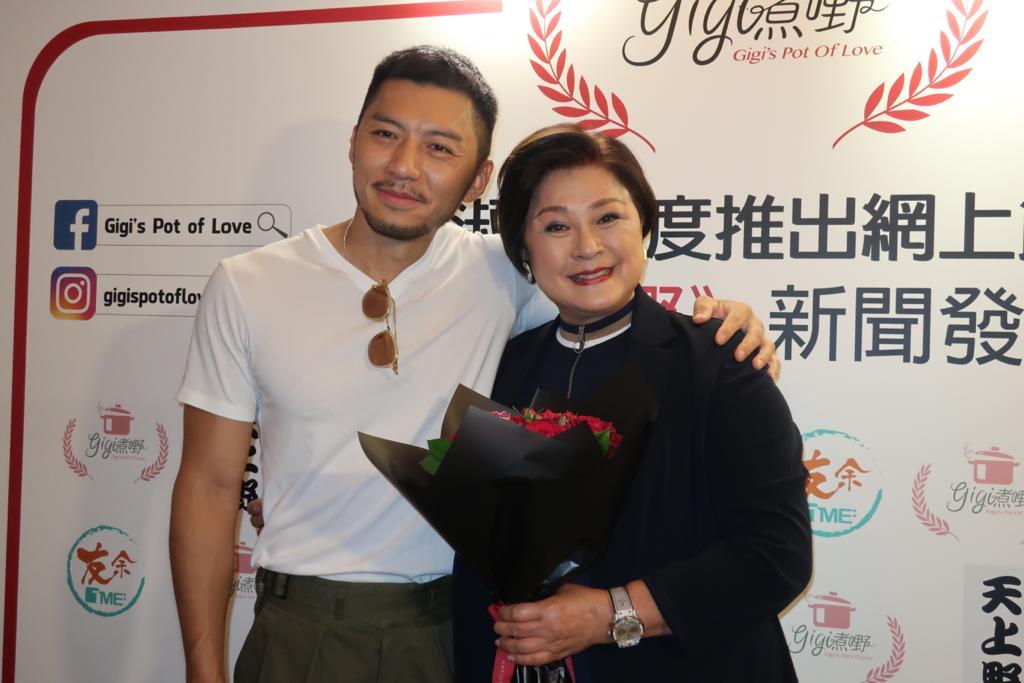 袁偉豪到場給Gigi姐送花祝賀。