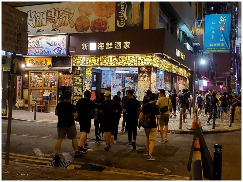 示威者約8時半散去。