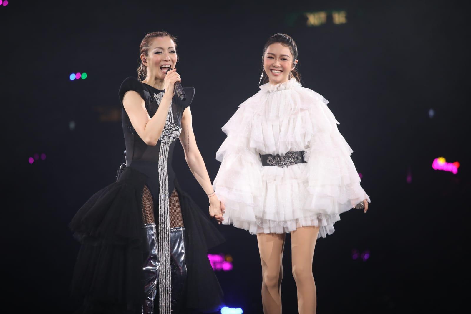鄭欣宜及薛凱琪擔任首場演出嘉賓。