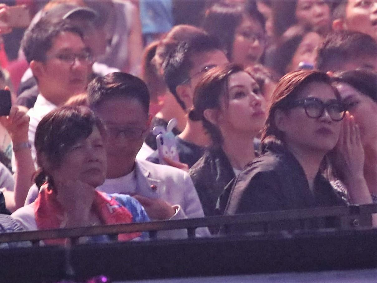 李嘉欣到場欣賞演唱會。