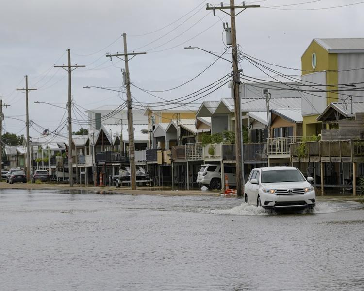当局已宣布新奥尔良进入紧急状态。