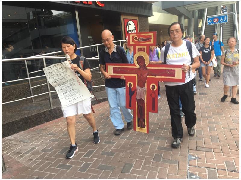 天主教徒遊行至警總。