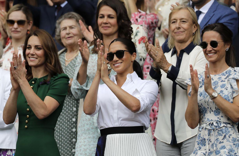 一同出席的还有凯特妹妹皮帕(右)。