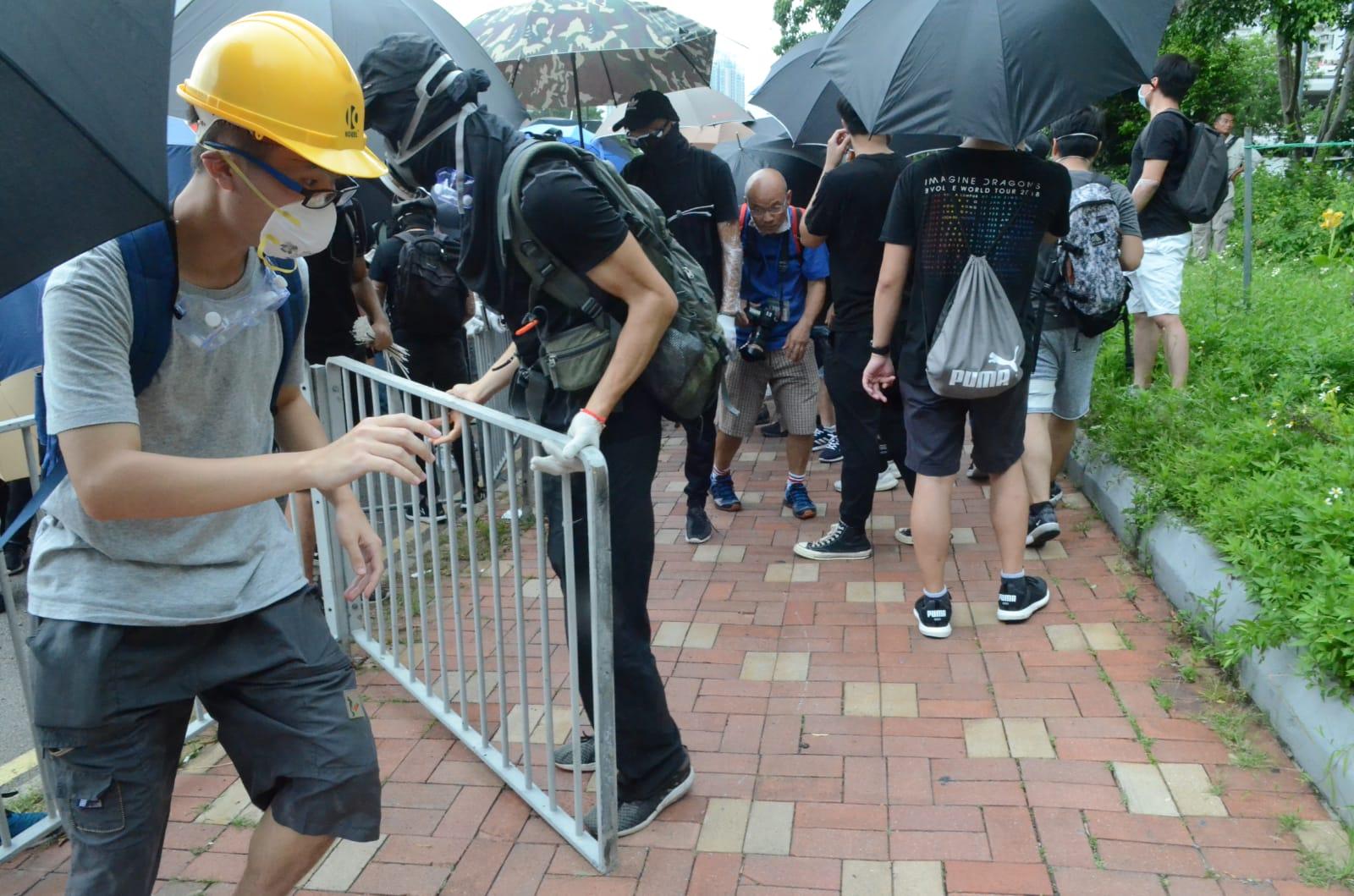 警方呼籲示威者盡快離開